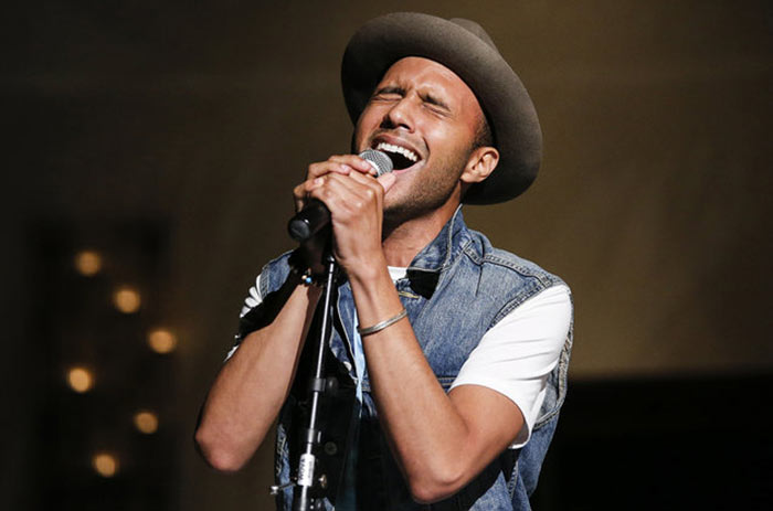 خواننده حرفه ای مرد ( اموزش خوانندگی در استودیو )