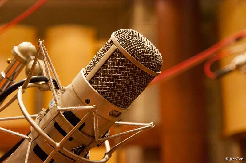 تفاوت میکروفون داینامیک و کندانسور